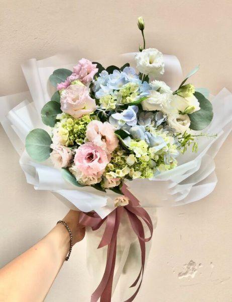 Bó hoa cẩm tú cầu và hoa hồng