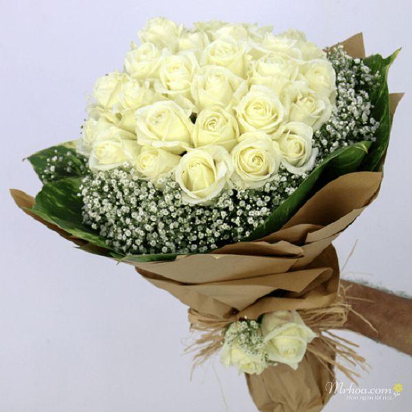 Bó hồng trắng đơn giản