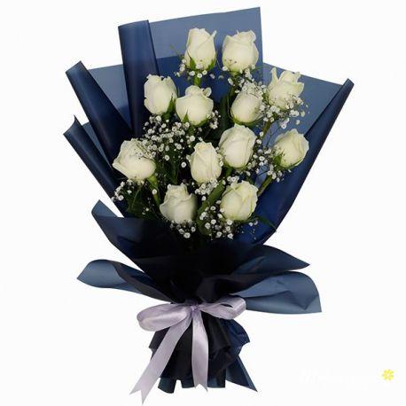 Bó hoa hồng trắng gói đơn giản