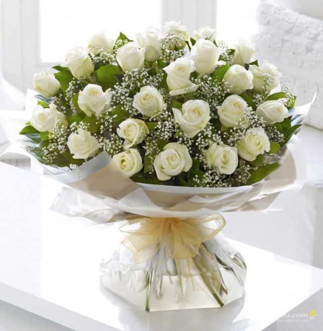 Bó hoa hồng trắng phối baby trắng