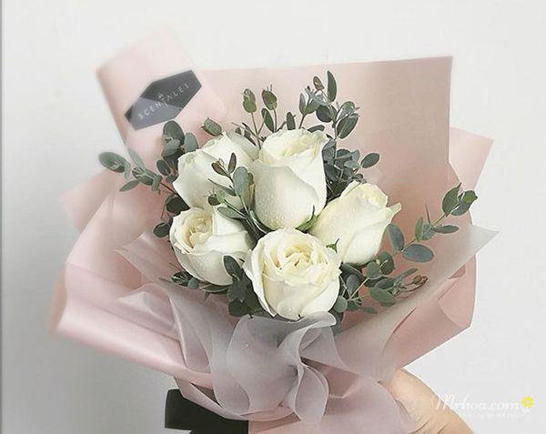 Bó hoa hồng trắng 5 bông