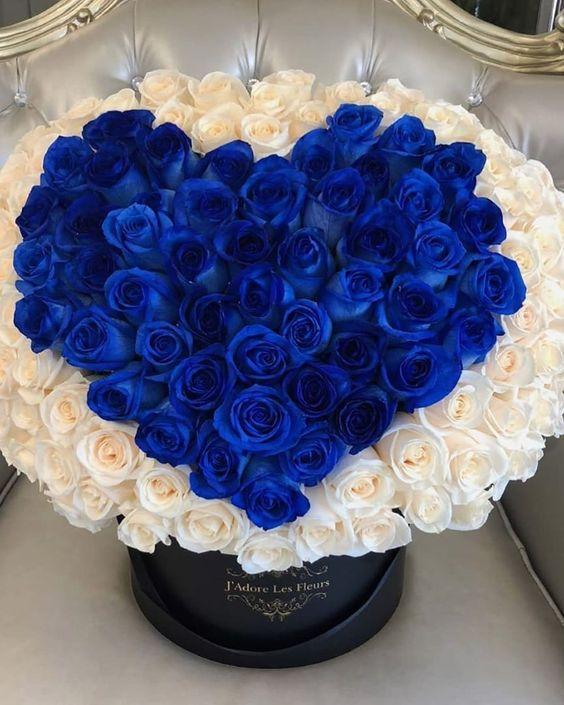 Giỏ hoa hồng xanh hình trái tim