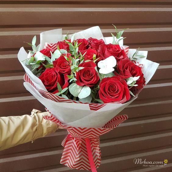 Bó hoa hồng đỏ đơn giản