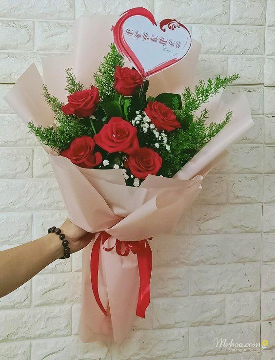 Bó hoa hồng đỏ 5 bông tặng bạn gái