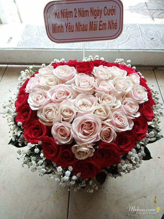 Giỏ hoa hồng đỏ hình trái tim