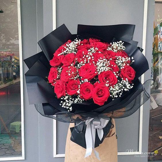 Bó hoa hồng đỏ phối baby trắng