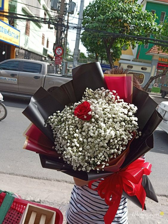 Bó hoa hồng đỏ 1 bông: anh chỉ yêu mình em