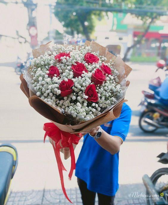 Bó hoa hồng đỏ và baby