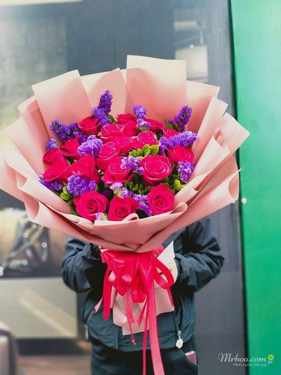 Bó hoa hồng đỏ và salem tím