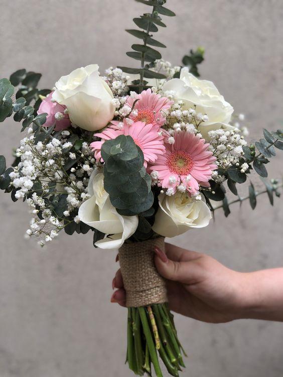 Bó hoa cưới có đồng tiền hồng