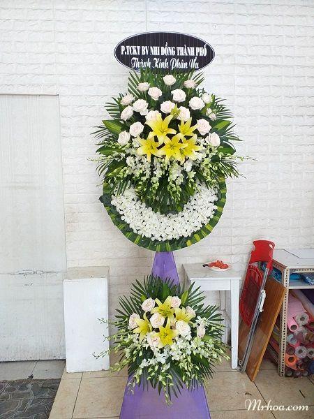 Giao hoa nhà tang lễ Phạm Ngũ Lão