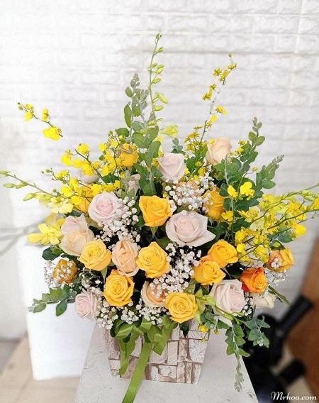 Hoa tuoi hoa vang