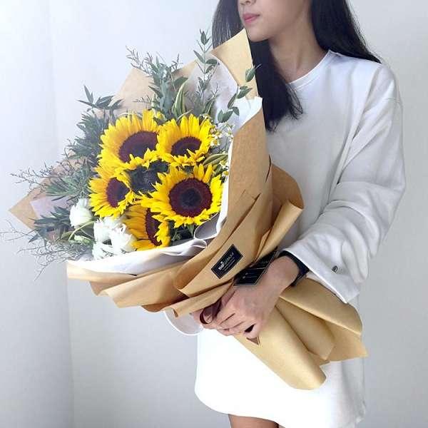 Bo hoa huong duong tang ban gai