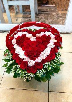 Giỏ hoa trái tim hoa hồng