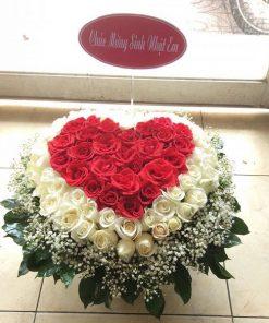 Giỏ hoa hình trái tim
