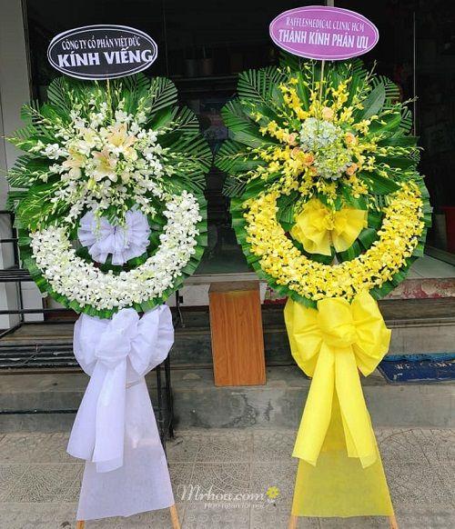 Hoa tang lễ ở Huế