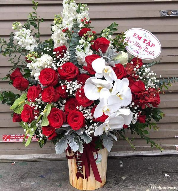 Một mẫu hoa giỏ đẹp