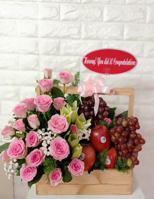 Giỏ hoa và trái cây