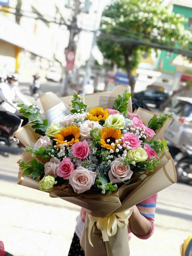 Hoa sinh nhật tháng 3 nhiều màu